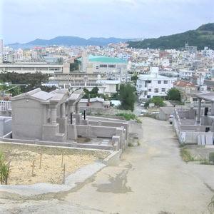 お墓と墓地の風景